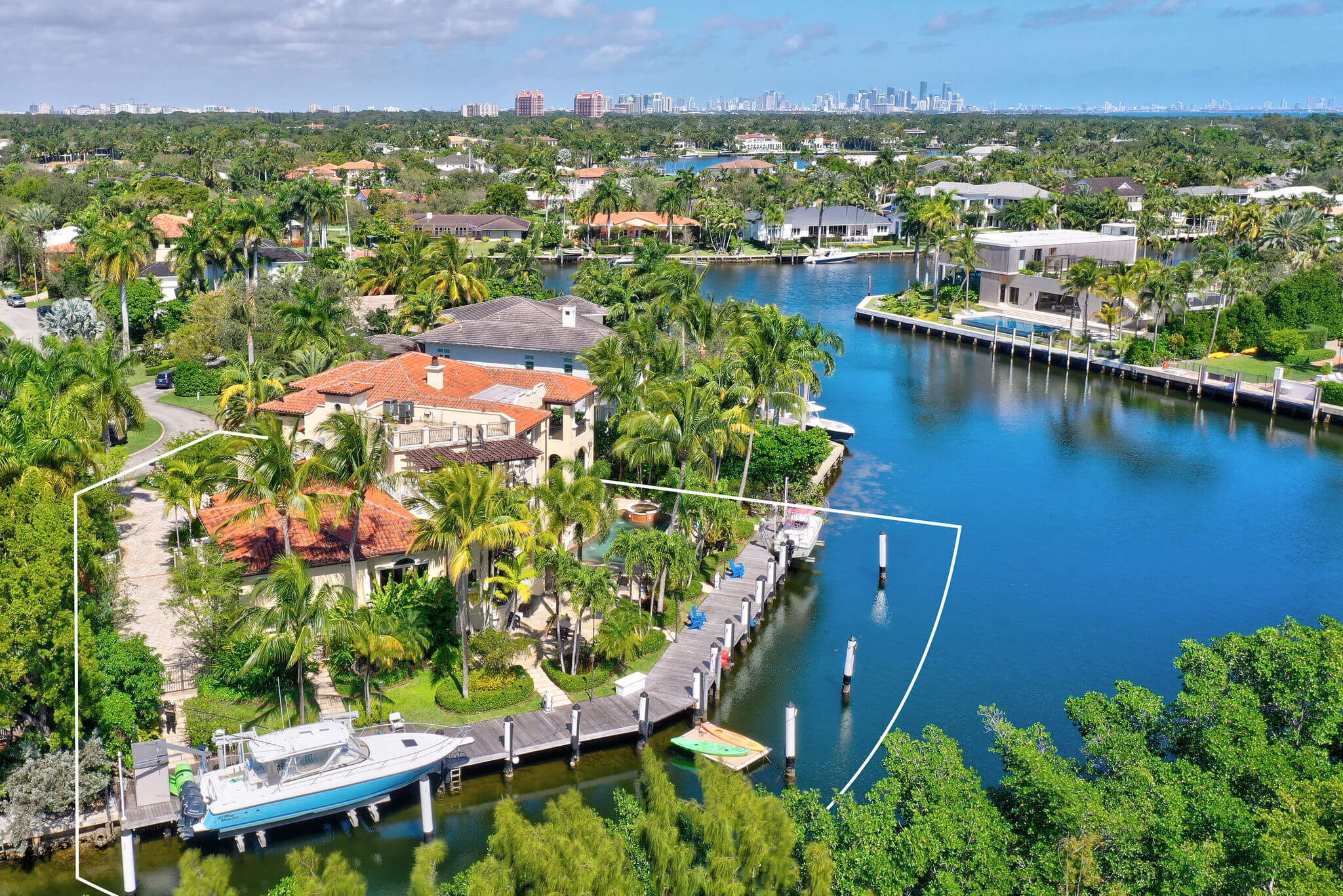 11_outline_photo_by_MiamiRealEstatePhotographers.com.jpg