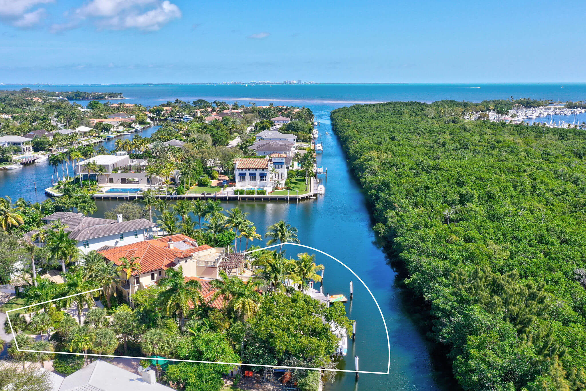 12_outline_photo_by_MiamiRealEstatePhotographers.com.jpg