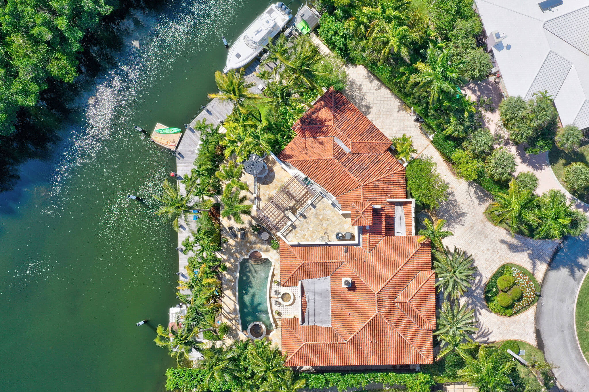 1_photo_by_MiamiRealEstatePhotographers.com.jpg